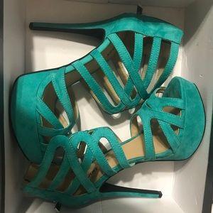 Size 8. Teal heels